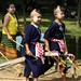 Criancas indo para o desfile de Loi Krathong