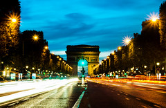 paris_arc de triomphe at dusk