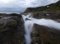 Split (pominoz) Tags: sea sunrise newcastle rocks waves nsw dudley dudleybeach