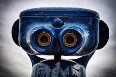 Nummer 5 lebt! (Smo42) Tags: fernglas roboter gesicht blau sonya58 sal1650