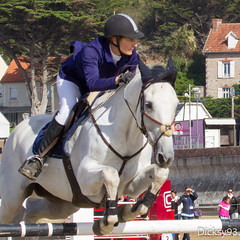 Jumping d'Erquy plage de Caroual Ctes d'Armor (Dicksy93) Tags: img2412 saut obstacle cheval capall caballo cavallo pferd paard cavalier personne monture animal tier mammifre equid equitation sport loisir comptition playa ciel sky nuage cloud sable arbre tree extrieur outdoor jumping erquy plage caroual cotes darmor 22 bretagne breizh bzh brittany france europe dicksy93 canon eos 7d ef 100400mm