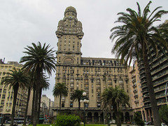 "Montevideo: el Palacio Salvo <a style=""margin-left:10px; font-size:0.8em;"" href=""http://www.flickr.com/photos/127723101@N04/29459000670/"" target=""_blank"">@flickr</a>"