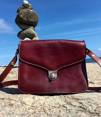 Love the deep color of this vintage Italian leather. Bag listed in my shop (link in bio). #vintagebags #leatherbag #italianleather #leathershoulderbag #vintagestyle #retrobag #realleatherbags #etsyvintageshop #etsysuccess #etsysellersofinstagram #rusticst (janet_colwell) Tags: instagramapp square squareformat iphoneography uploaded:by=instagram vintagehandbags vintagepurses retrofashion