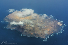 Alegranza island (Canary islands, Spain) (Jordi Pay Canals) Tags: ocean blue sea window clouds canon airplane eos volcano islands coast flying is spain view seat flight lanzarote canals atlantic canary usm jordi volcanic isla efs aereal alegranza 450d 1585mm pay