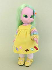 Embla (Helena / Funny Bunny) Tags: vintage doll 1972 embla funnybunny emeraldwitch solidbackground yellowsmocks fbfashion
