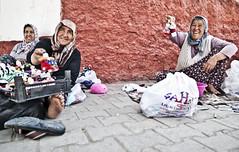 ([Charlotte]ThePhilosopher) Tags: portrait turkey dolls donne ritratto cappadocia turchia signore derinkuyu venditrici bamboline