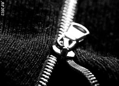 Chemins d'acier / Steel ways (Anne_FR) Tags: steel zipper cloth zip acier vtement fermetureclair tirette
