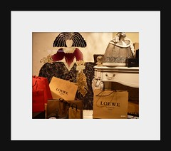 LOEWE 1846 (Ginas Pics) Tags: red espaa art fashion design fb framed moda decoration explore marco shopwindow soe windowshopping marken catwalk infanta loewe bej exploreit
