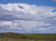 Nubes en Tierra del Fuego (Pablo F. J.) Tags: cloud clouds nubes drumlin estepa llanura virga semirido climatology biogeography physicalgeography geomorfologa cmulos paisajenatural climatologa biogeografa periglaciar geografafsica gemorfologa