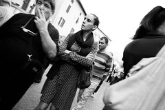 Prato citt (Sborzolando) Tags: street people nikon bn nikkor prato d800 28mmf18g