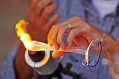 Il gesto e la mano (Stefano@Preda) Tags: arte mani vetro gesto sagradellacastagna piegaro artedelvetro atigianato stefanopreda soffiatura loperadeivetrai