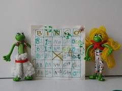 Froggie stenography (The Famous Froggies) Tags: flickrbingo4n42 froggies green bendable bingo