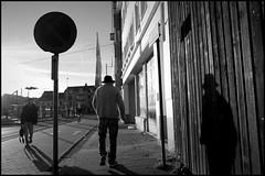 Gent (B) - Dampoort - 2016/08/23 (Geert Haelterman) Tags: geert haelterman streetphotography straatfotografie photographiederue photoderue fotografadecalle fotografiadistrada strassenfotografie candid streetshot monochrome black white blackandwhite zwart wit belgium ghent gent gand ricoh gr