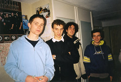 Chemistry crew (Gary Kinsman) Tags: hampsteadstudentcampus hampstead childshill nw3 kidderporeavenue london film kingscollegelondon kcl hallsofresidence studentcampus students university fun youth young 2001 ellison flash bedroom group pose posed