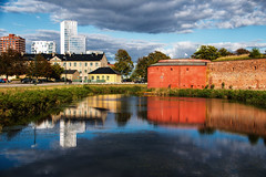 Old and new (Maria Eklind) Tags: malmhus malmcastle buildings houses water malm himmel malmlive reflection spegling sky outdoor sweden architecture clouds skneln sverige se