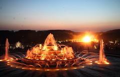 Versailles 7 (gsamie) Tags: guillaumesamie gsamie canon 600d t3i versailles france yvelines night fireworks grandeseauxnocturnes feuxdartifice fire grandcanal jardins chateaudeversailles castle light fountain