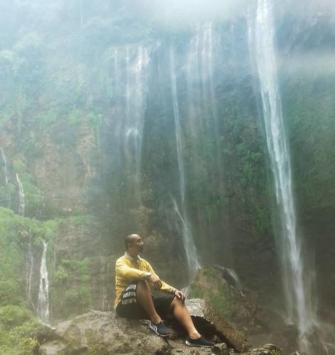 Jika kamu merasa hidupmu terlalu berat, sudahkah kamu bersyukur untuk nafas yang kamu hirup pagi ini?  #miracle #wonderfulindonesia #waterfall #adventurethatislife