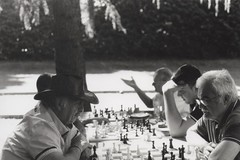 Concentration (]alice[) Tags: film filmphotography canona1 canon noiretblanc blackandwhite bw biancoenero blancoynegro pellicola analog analogica analogphotography oldpeople elderly scacchi chess concentration streetphotography street fotografacalledera people persone gente uomini humanity play game giocare