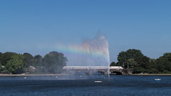 Regenbogen (jan.boettcher) Tags: regenbogen rainbow alster hamburg fontne