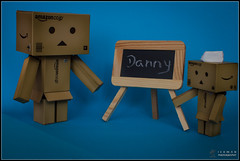 School (Only in RAW ) Tags: japan toys happy robot amazon box explorer mini days cardboard danny 365 danbo amazoncojp revoltech danboard minidanbo