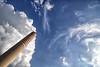 Nuvole e lens flare (ma[mi]losa) Tags: nikon nuvole d200 2012 aberrazionicromatiche mamilosa micheledefilippo allalezionesugliobiettivitifaccioassisteregratispoi