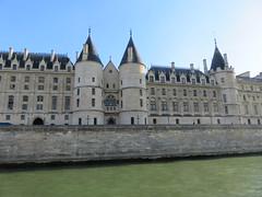 France - Paris - River Seine boat trip - le de la Cit - Conciergerie (JulesFoto) Tags: france paris riverseine conciergerie ledelacit