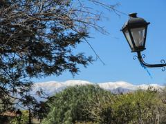 "Cafayate: la Plaza San Martín et les sommets enneigés <a style=""margin-left:10px; font-size:0.8em;"" href=""http://www.flickr.com/photos/127723101@N04/29330183441/"" target=""_blank"">@flickr</a>"