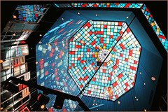 Dans un magasin de Sville, Andalucia, Espana (claude lina) Tags: claudelina espana spain espagne andalucia andalousie sevilla sville architecture town ville city plafond ceiling