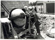 Anglų lietuvių žodynas. Žodis cement mixer reiškia cemento maišytuvas lietuviškai.