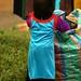 As criancas usam trajes tradicionais