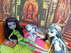 Monster High Pajama Party (Annette29aag) Tags: girls dead bed tired groovy ghoulia frankiestein createamonster monsterhigh