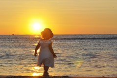 UN NUEVO AMANECER (carlo sebastiani) Tags: italy sun fall love sol beach girl sunrise amanecer sicily catania sabbia wix marionio surferix carlosebastiani bycarlosebastiani sigonellaphotography