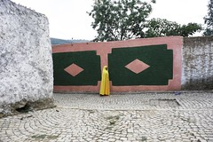 Colors. Harar. Ethiopia (courregesg) Tags: street people colors architecture women hijab walls ethiopia ethnic murs ethnology harar khimar gegol