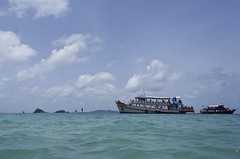 DSC09302 (andrewlorenzlong) Tags: beach water thailand boat sand kohchang kohrang kohrangyai korangyai