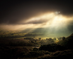 Light in the Valley (Duncan Fawkes) Tags: autumn light cloud sun mist painterly storm tree green field fog sunrise haze ray break finger derbyshire peakdistrict distance mamtor castleton hopevalley