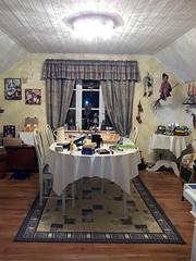 Hobbyrummet (Ingalill) Tags: hobby lampa pyssel sken kläder rume grderob