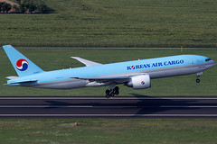 Korean Air Boeing 777-FEZ HL8075 (c/n 62631) (FNF_VIENNA - Vienna-Aviation.net) Tags: vienna airport schwechat vie loww flughafen wien korean air cargo boeing 777200 b772 772 hl8075 hlreg