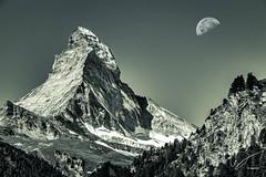 IMG_20160824_C700D_001HDR-Mond.jpg (Samoht2014) Tags: himmel matterhorn mond schweiz wallis zermatt