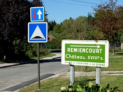 Direction le Chteau (XVIIIme) (xavnco2) Tags: remiencourt somme picardie france chateau panneau indicateur french road sign