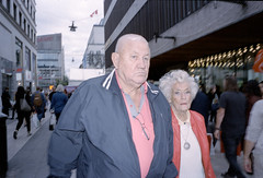 Blue, pink and red. (Marcus Wrang) Tags: leica m6 ultron portra400 flash contax street streetphotography stockholm