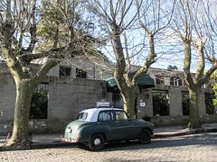 """Colonia del Sacramento et ces voitures qui achèvent leur fin de vie dans les rues <a style=""""margin-left:10px; font-size:0.8em;"""" href=""""http://www.flickr.com/photos/127723101@N04/29593722822/"""" target=""""_blank"""">@flickr</a>"""