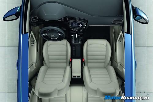 2013-Volkswagen-Golf-18