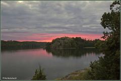 Avondrood (Ria Rotscheidt) Tags: trees red green evening vakantie bomen holidays groen sweden fjord avond rood zweden