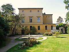 Villa Illaire Park Sanssouci (Tobi NDH) Tags: park building architecture germany deutschland springbrunnen villa architektur potsdam brandenburg garten 2012 parksanssouci