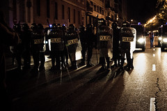 Antidisturbios-4 25-S (Van Haster) Tags: madrid blue espaa night noche spain nikon police septiembre 25 neptuno congreso riots policia abuse policial abuso carga disturbios 25s arresto rodea d7000