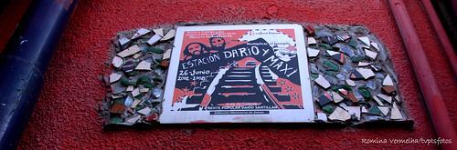 Cerámico en homenaje de Maxi y Darío, de los obreros de Zanon