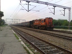 WDM3A 16126R [LDH] NR (Abhinav (The Ludhiana Edition)) Tags: captured varanasi express punjab ceu leading ldh jammu bsb tawi ludhiana alco jn jrc jat jalandhar lko 12238 juc wdm3a 16125r 16126r chiheru begampura