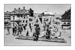 Paris (Punkrocker*) Tags: contax aria cy zeiss distagon 28mm 2828 film kodak trix 400 nb bwfp street city people paris france