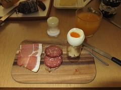 Rauchfleisch und Salami auf Roggenbrot zum Frhstcksei (multipel_bleiben) Tags: essen frhstck wurst