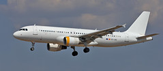 Vueling / Airbus A320-214 / EC-LRG (vic_206) Tags: bcn lebl plane avin canoneos60d canon70200f28lisii vueling airbusa320214 eclrg